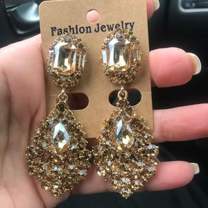Accessories - Stunning large gold earrings